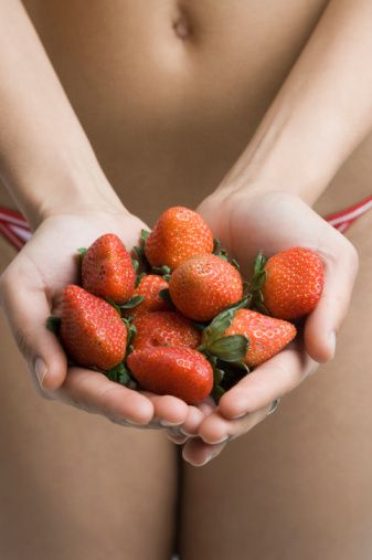 Belli etmeseler de gazlı içecekler gereğinden fazla kalori içerir. Bunların yerine, taze portakal veya çilek suyu iç.